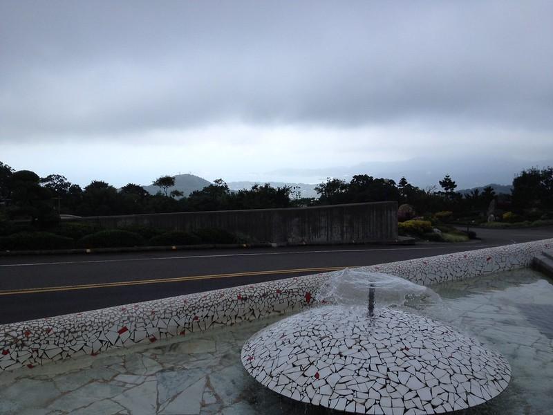 今にも雨が落ちて来そうな空模様 by haruhiko_iyota