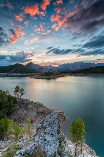 autumn sunset españa fall water landscape spain agua europa europe paisaje reservoir otoño león presa anochecer embalse castillayleón porma castileandleón