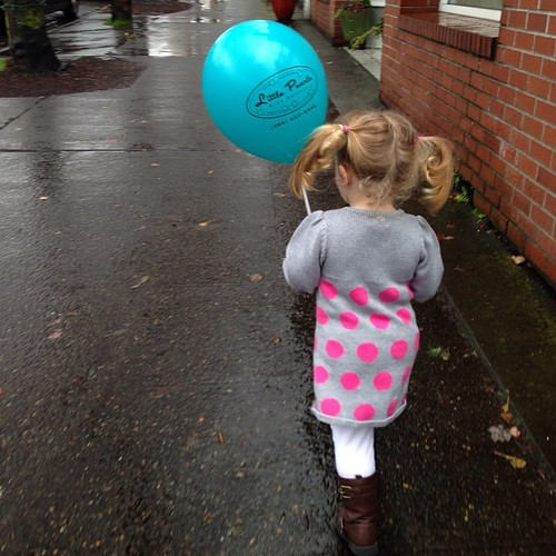 Molly's dental visit was loud with lots of screaming but it ended with a balloon so all is forgiven. Time for lunch!