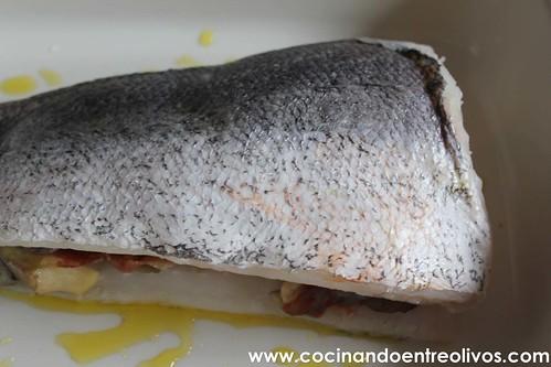 Merluza rellena de setas, langostinos y jamon www.cocinandoentreolivos (8)