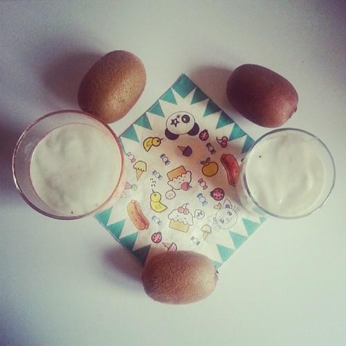 ♣ c'est l'heure du #smoothie au kiwi ♣ #cuisine #kiwi #kawai #ourlittlefamily #france