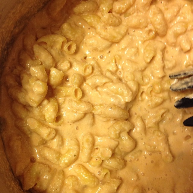 House to myself after a long, cold day = #vegan (cashew& red pepper) mac&cheese. #yearofmaking 23/365