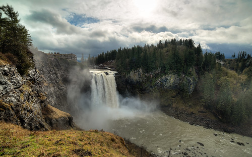 snoqualmiefalls waterfall landscape scenic flow motion iconic cliche pacificnorthwest canon wideangle pnw cliff cloudy day mist canoneos5dmarkiii samyang14mmf28ifedmcaspherical washington johnwestrock
