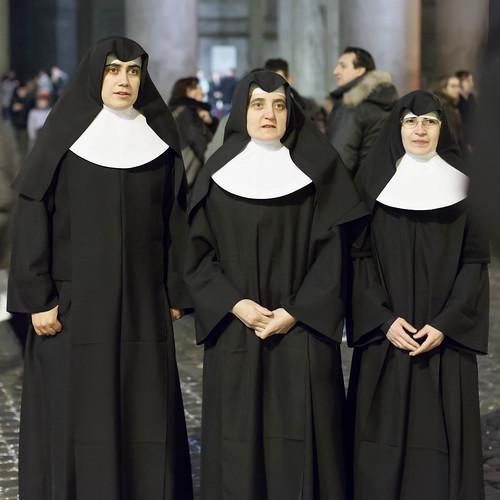 Nonnen in Rom; copyright 2014: Georg Berg