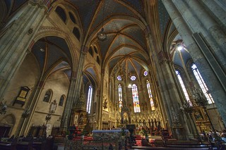 Main nave and apse - Zagreb Cathedral (HDR)
