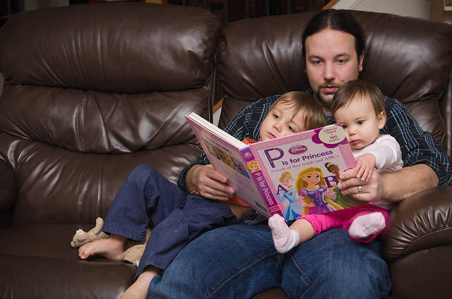 20140216-Reading-with-Daddy-3554