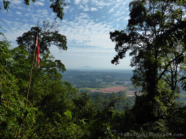 12 Bukit Serumbu View at Batu Tikopog with Altocumulus