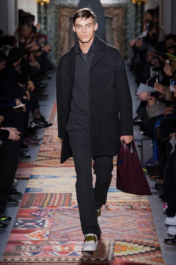 Robbie Wadge3684_4_FW14 Paris Valentino(fashionising.com)