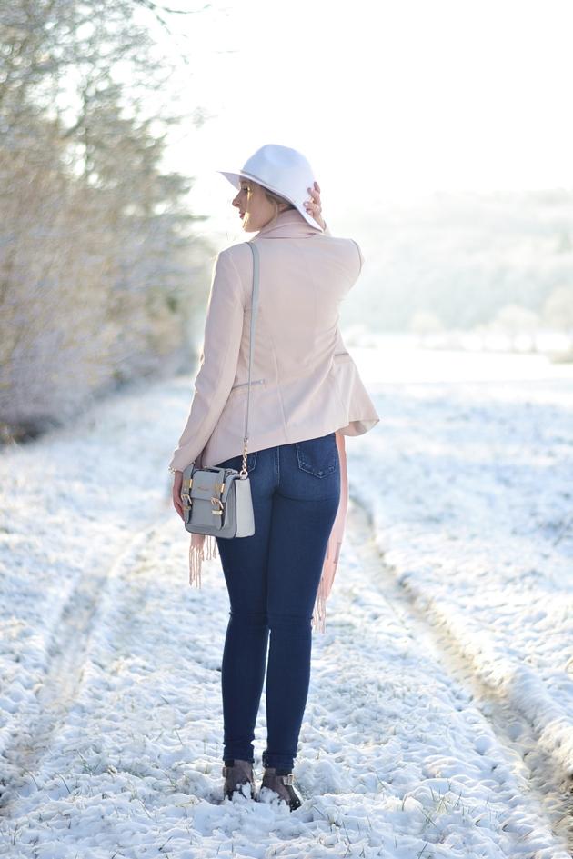 Winter Nudes 2 Outfit Eugli (2)