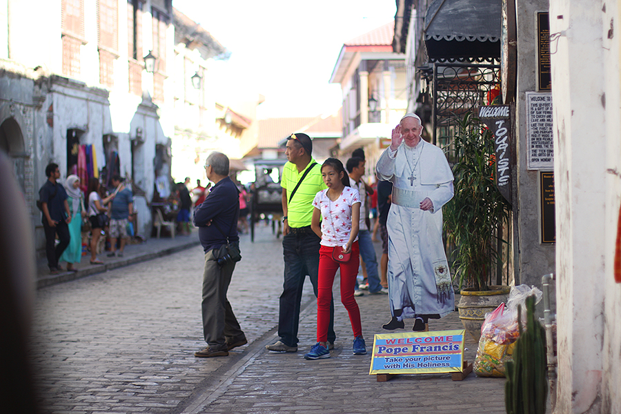 Vigan-tourists_09