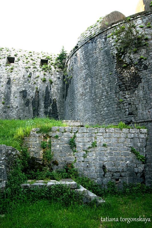 Фрагмент внешней стены с башней