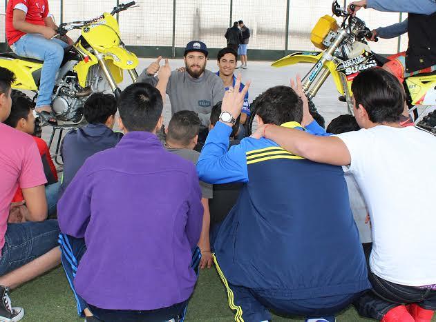 Jóvenes privados de libertad  impactados con visita del motociclista Jeremías Israel