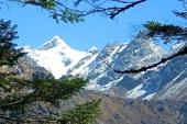 Anmarsch durch das Hinkutal zum Mera Peak, 6461 m, im Khumbu-/Everest-Gebiet. Foto: Archiv Härter.