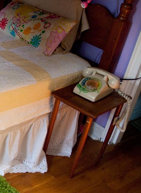 side-table-girlsroom