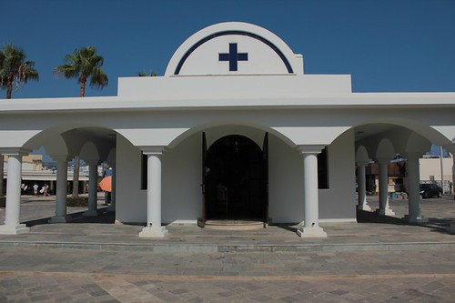 Ayia Napa: chiesetta (recente) al porto