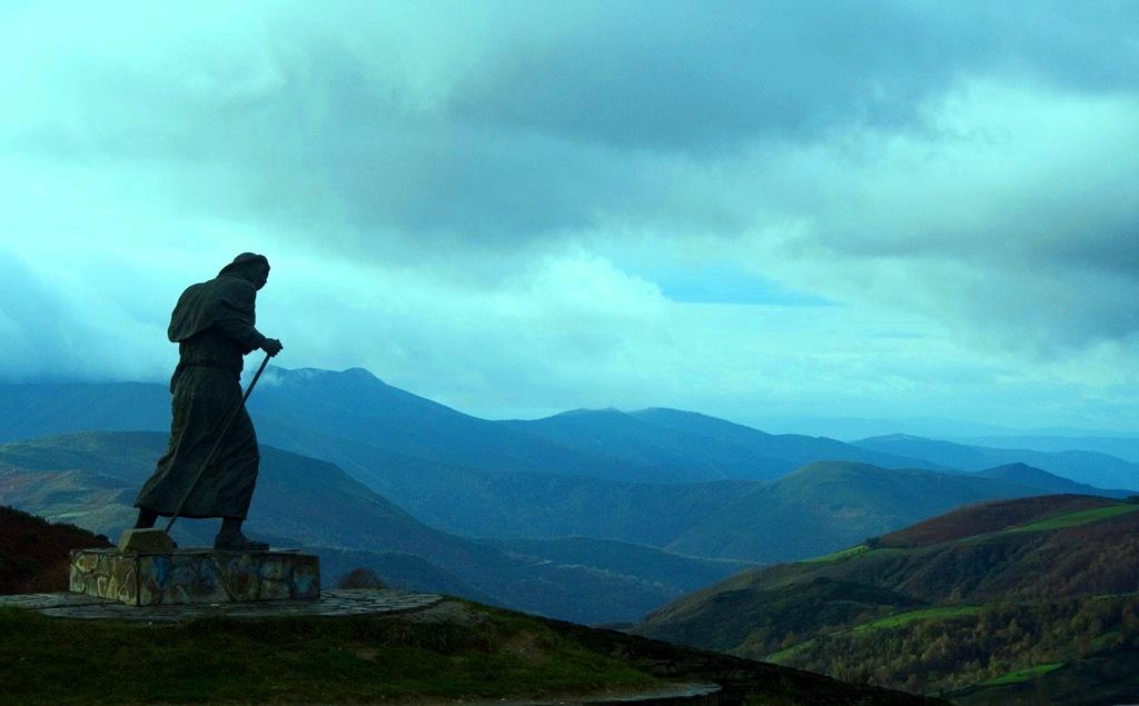 2. La estampa clásica del peregrino. Cebreiro, Lugo. Autor, Moisés Gallego