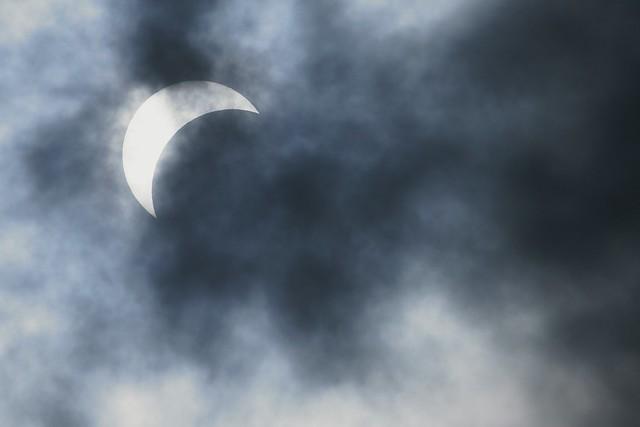 写真_月が光を凌駕する