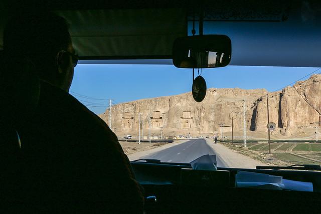 Naqsh-e Rustam view from the car window, Iran 車から見たナグシェ・ロスタム遺跡