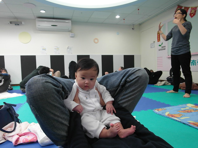 Birthlight嬰兒瑜珈:以膝蓋當搖籃