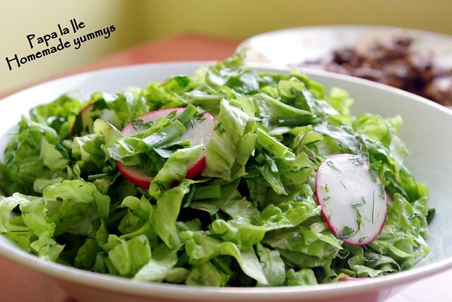 Pulpe de pui sos de usturoi cu busuioc si salata (4)