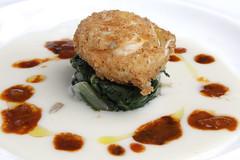 L'uovo bietole al pepe rosa, ricci di mare, semi di girasole, crema di formaggio Mucchino