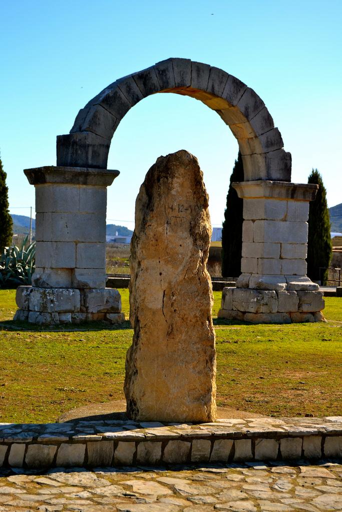 Arco romano de Cabanes. Autor, Pako Monserrat Ibáñez