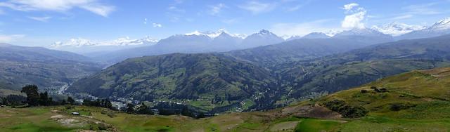 pano-chaine-montagnes-wilcacocha