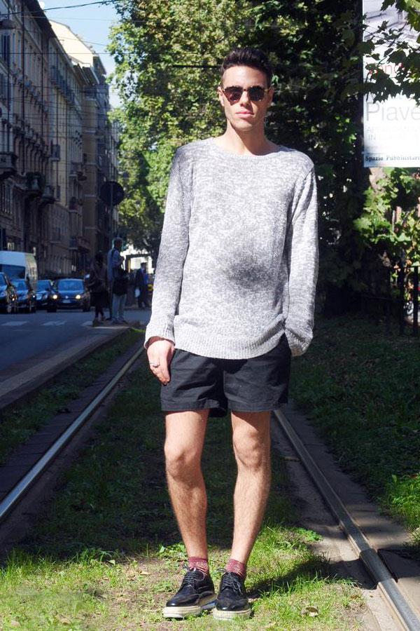 グレースラブセーター×黒ショートパンツ×コールハーンルナグランド黒