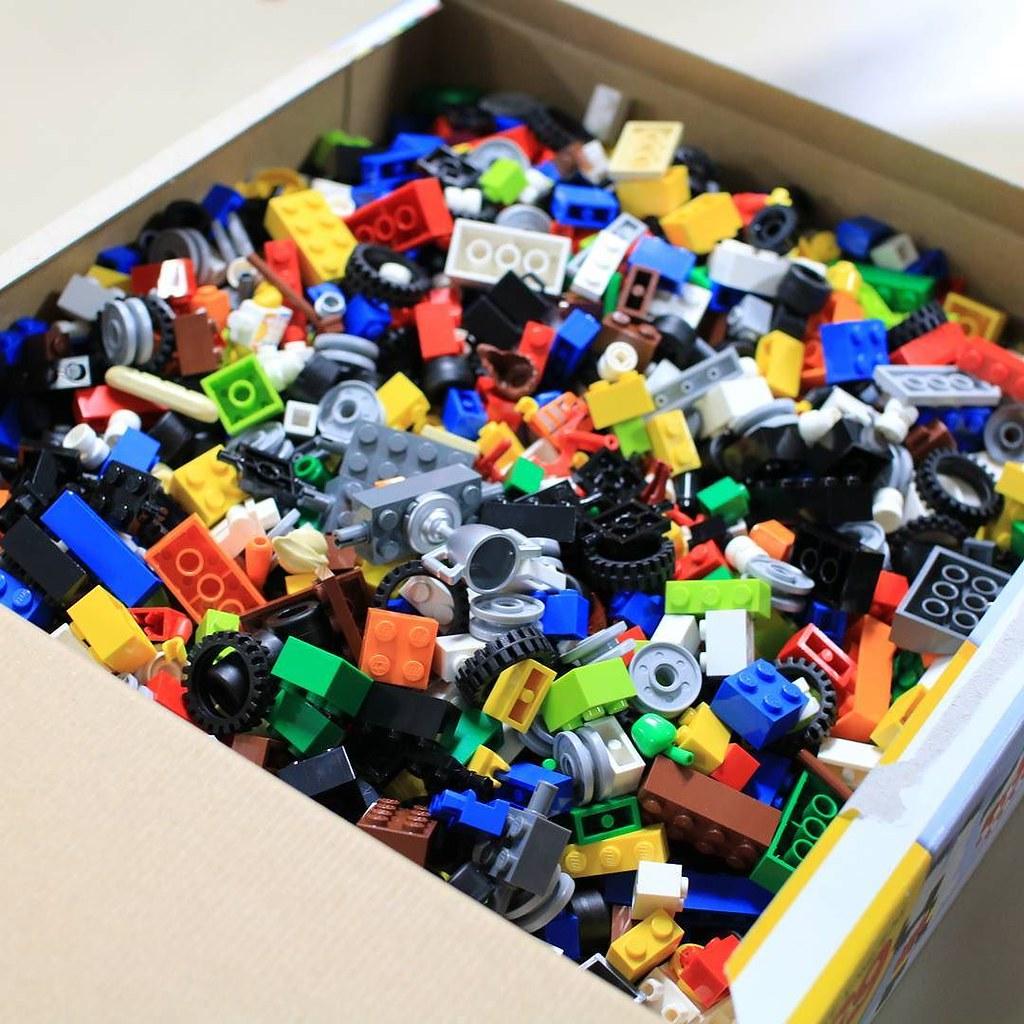 Toy Storyを連想してしまう... 笑 初めてLEGOを使って遊んでみたかも #Photo #photography #legos #lego #レゴ #ファインダー越しの私の世界 #写真好きな人と繋がりたい #写真 #カラフル #おもちゃ #おもちゃ箱 #igrejas #japan #creative
