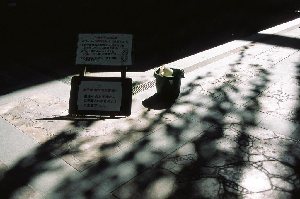 沖繩 Okinawa, Japan / FUJICHROME Velvia 50 / Nikon FM2 沖繩似乎都是好天氣,但,是嗎?  我記得去看《百日告別》的時候,畫面中的沖繩是下雨天!  但去年(2015) 去的時候熱死人。  Nikon FM2 Nikon AI AF Nikkor 35mm F/2D FUJICHROME Velvia 50 3062-0012 2015-10-27 ~ 2015-11-06 Photo by Toomore