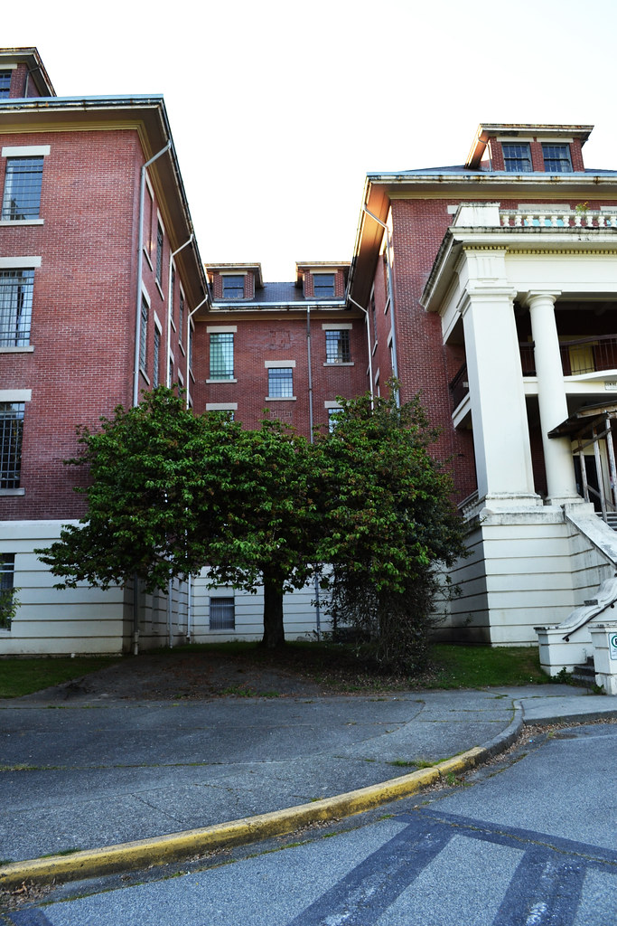 Center Lawn - Riverview Hospital