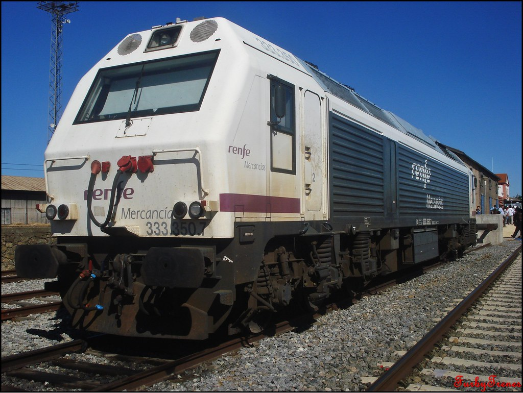 Línea Zafra-Jerez de los Caballeros 8844382364_6679f68b02_b