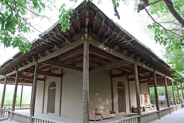 Mixed styles of Han and Uyghur architecture, Tomb of Gaisi, Kumul (Hami) ハミ、漢とウイグルの建築様式が混ざったケイス廟