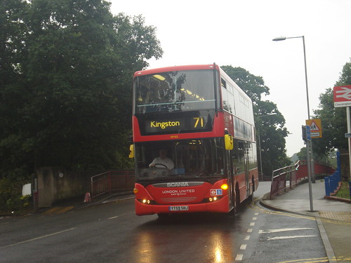 London United SP102 on Route 71, Chessington South