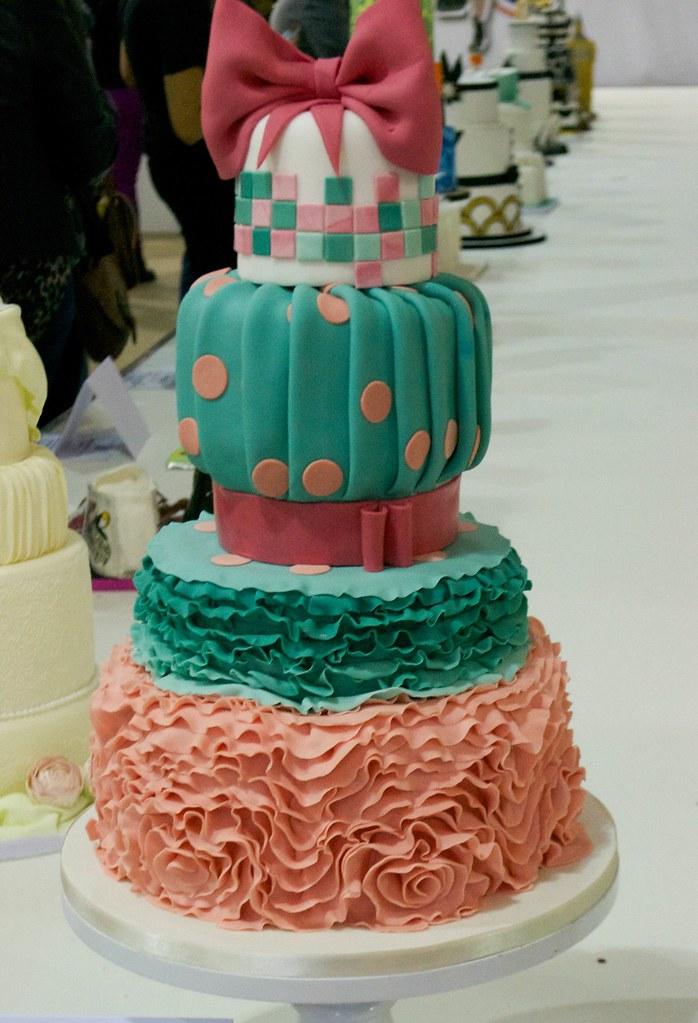 aggy dadan 50s ruffle cake