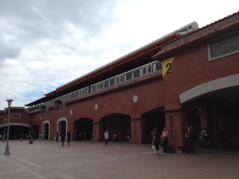 MRT淡水駅 by haruhiko_iyota