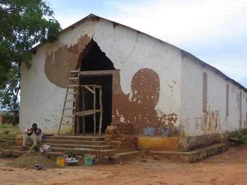 El salón parroquial antes de empezar los trabajos...
