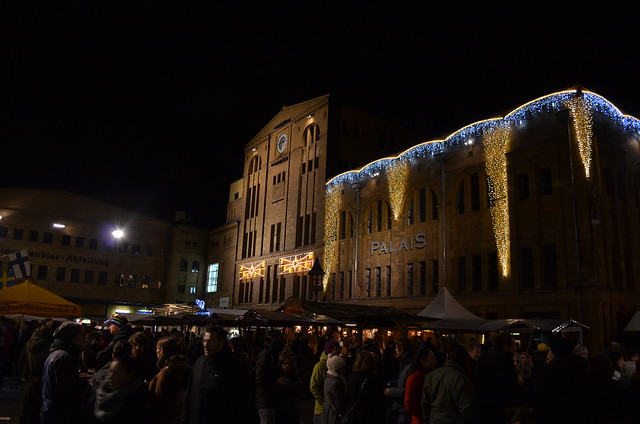 Lucia Weihnachtsmarkt Berlin crowd at Kulturbrauerei