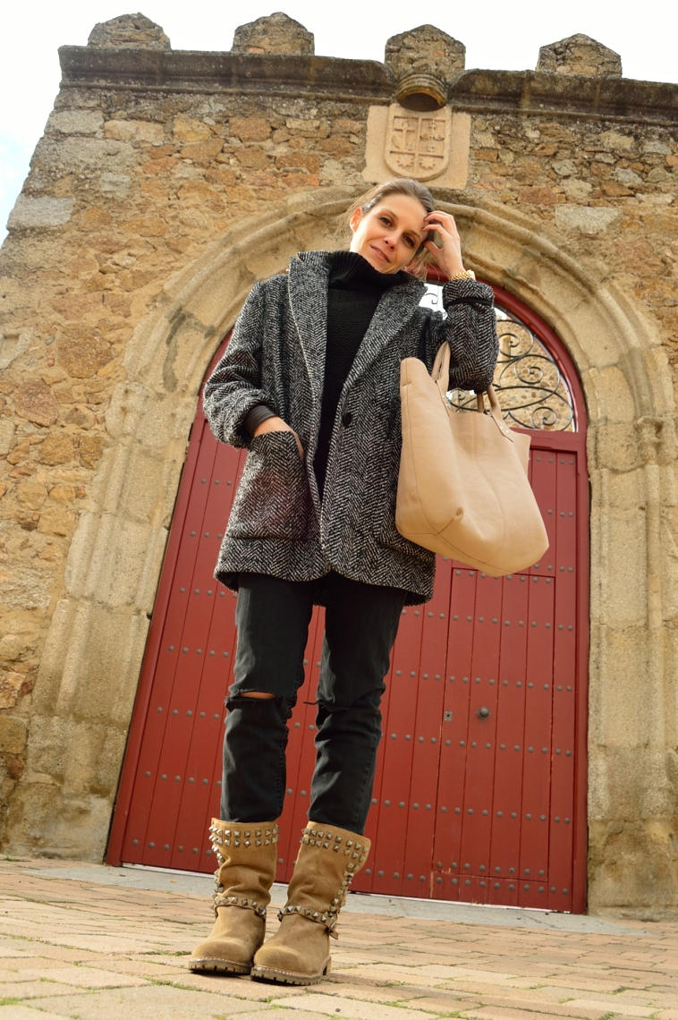 lara-vazquez-madlula-blog-casual-outfit-all-terrain-boots-look
