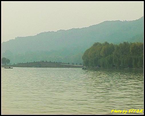 杭州 西湖 (其他景點) - 651 (湖濱路湖畔旁望向 西湖十景的(斷橋殘雪)斷橋)