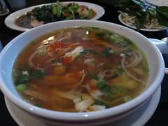 bãºn bã² huế(0.0), kalguksu(0.0), haejangguk(0.0), noodle soup(1.0), hot and sour soup(1.0), soto ayam(1.0), pho(1.0), food(1.0), dish(1.0), laksa(1.0), soup(1.0), cuisine(1.0),