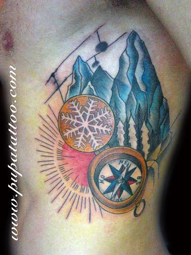 Tatuaje montañas y brujula, Pupa Tattoo, Granada by Marzia PUPA Tattoo
