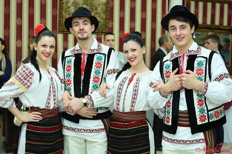 """Formaţia """"FOIȘOR"""" > Foto din galeria `dansatori pentru petrecerea dumneavoastra`"""