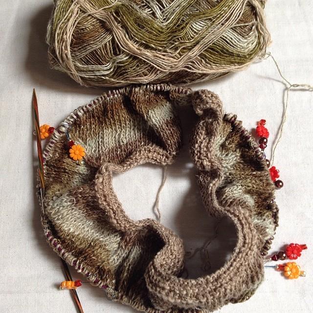 I ammirata delle sfumature #noro #yarn #iolavoroamaglia #instaknit #knit #knitting #fattoamano #handmade #lavoroamaglia #raverly #emmafassio #emmafassioknitting #cheaphappiness