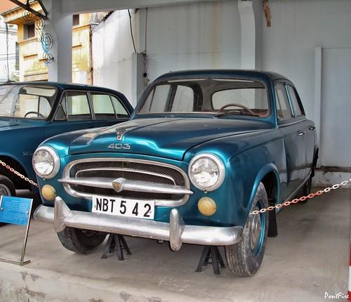 Viêt Nam . Saïgon . Peugeot 403