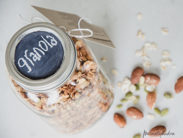Homemade Granola // Mason jar with chalkboard painted lid