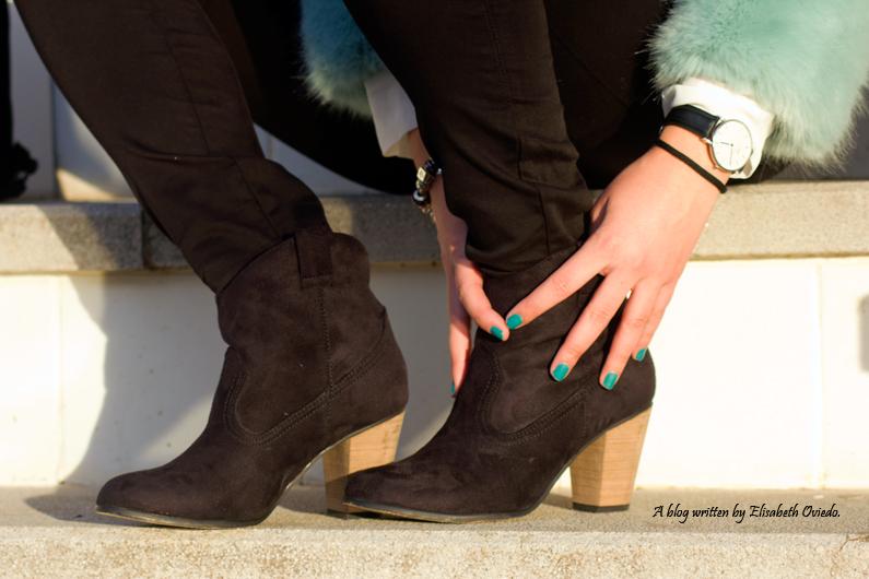 abrigo de pelo azul ZARA con jeans y botines MARYPAZ de tacón HEELSANDROSES (12)