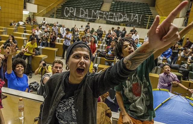 Estudiantes secundarios ocupan la Asamblea Legislativa para garantizar las investigaciones por los desvios de recursos   - Créditos: Jornalistas Livres