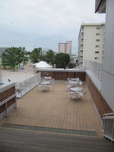 函館競馬場のスタンドにあるテラス