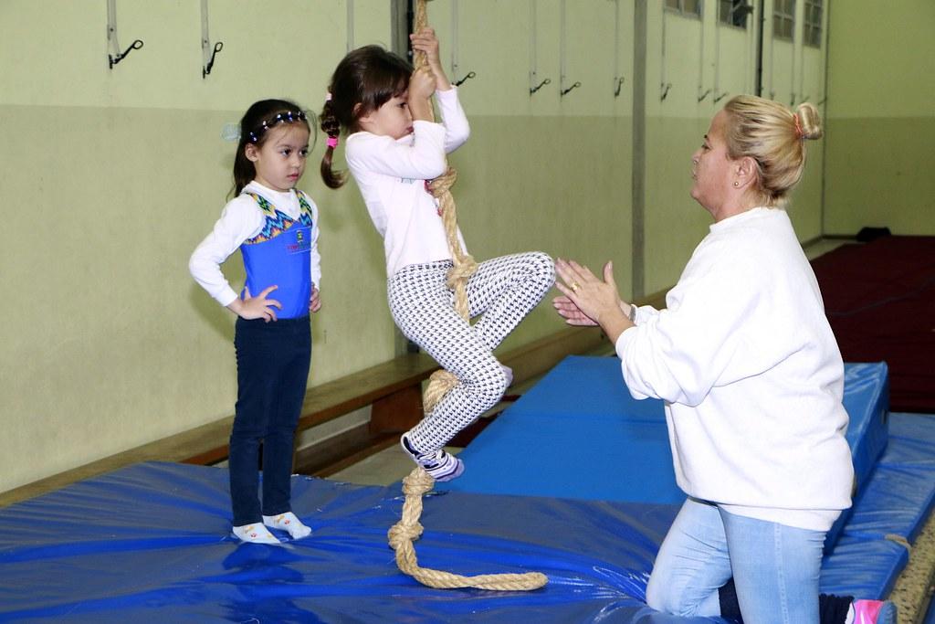 Prefeitura oferece treinamento de ginástica artística para alunos da rede municipal de ensino 2